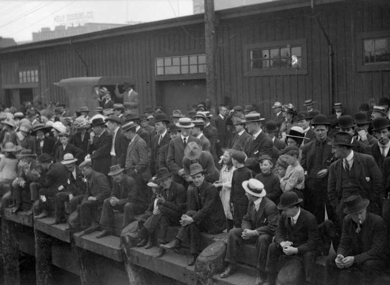 Komagata-Maru-onlookers_-City-of-Vancouver